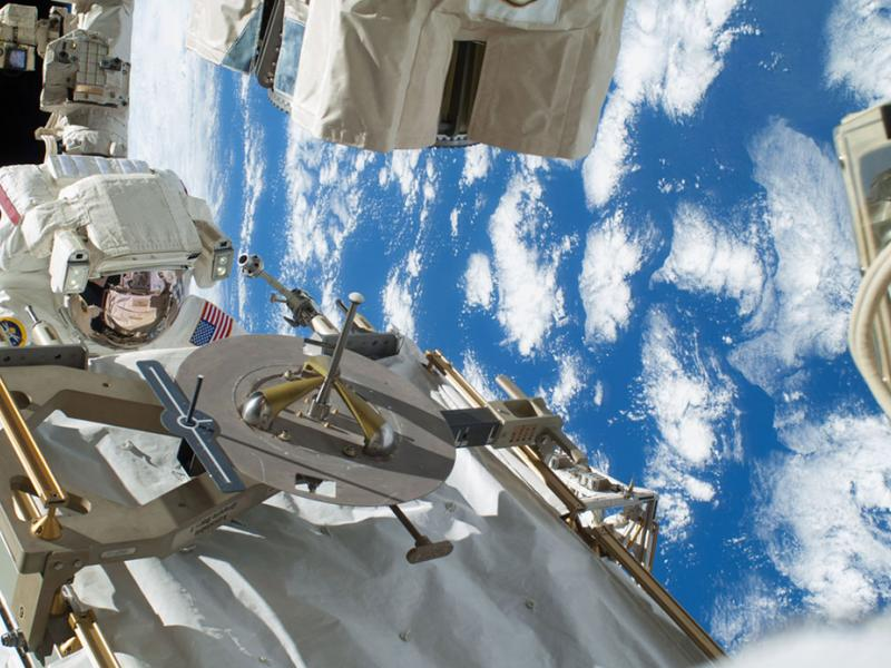 astronaut answers questions in space - photo #35
